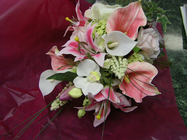 Stargazer Lily Wedding - Flower Arranging Made Easy
