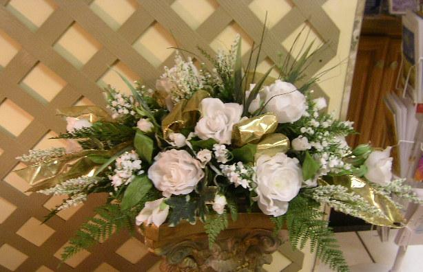 Golden Anniversary Table Decorations http://www.weddingflowers.bz/nature.htm